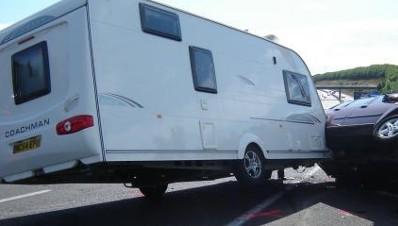 la folie annuelle des vacances en caravane et camping car. Black Bedroom Furniture Sets. Home Design Ideas