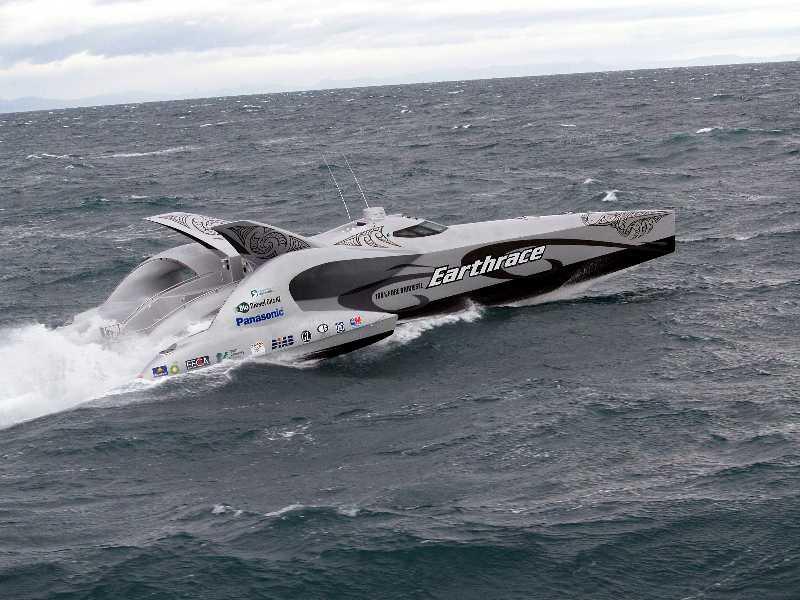 bateau a moteur le plus rapide du monde