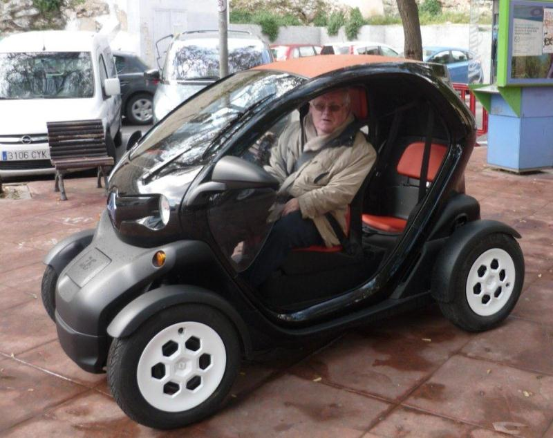 2012 twizy renault invente le cuistax lectrique par. Black Bedroom Furniture Sets. Home Design Ideas