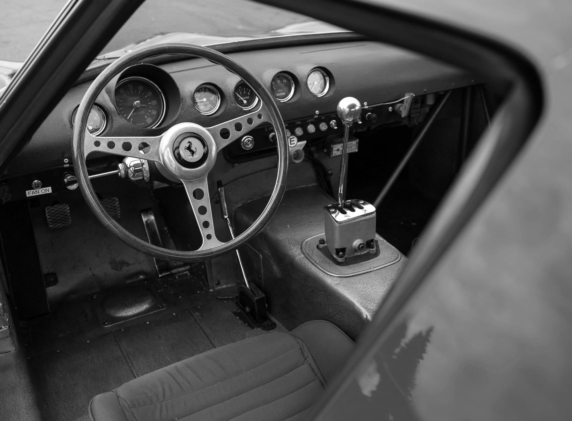 GearshifterS Ferrari-250GTO_56NB