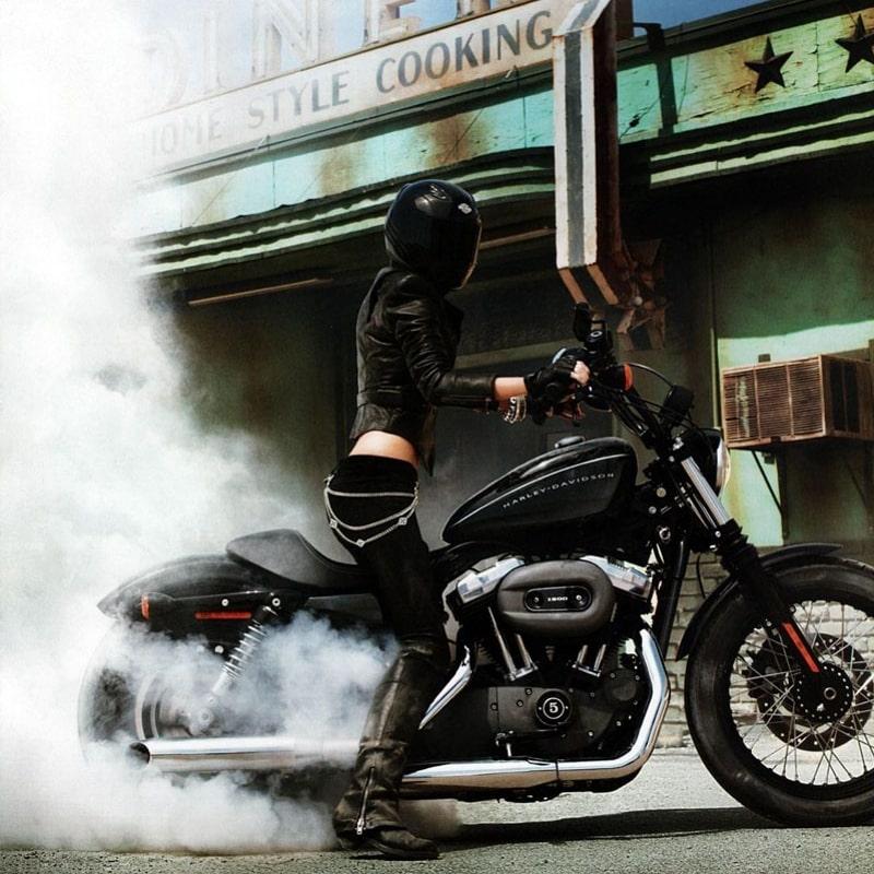 marisa_miller_bike_harley_hot_6