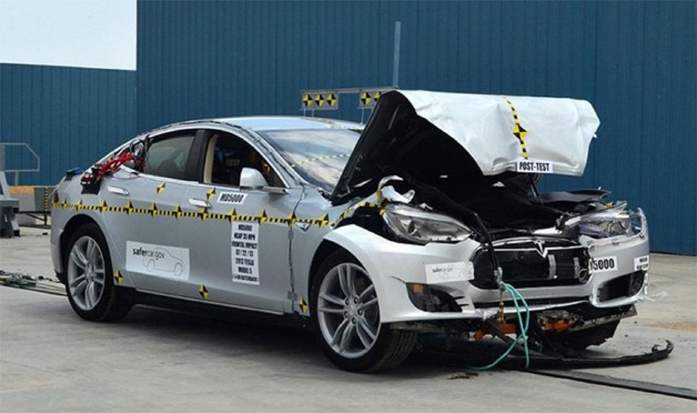 09-tesla-s-crash-test-aout-2013