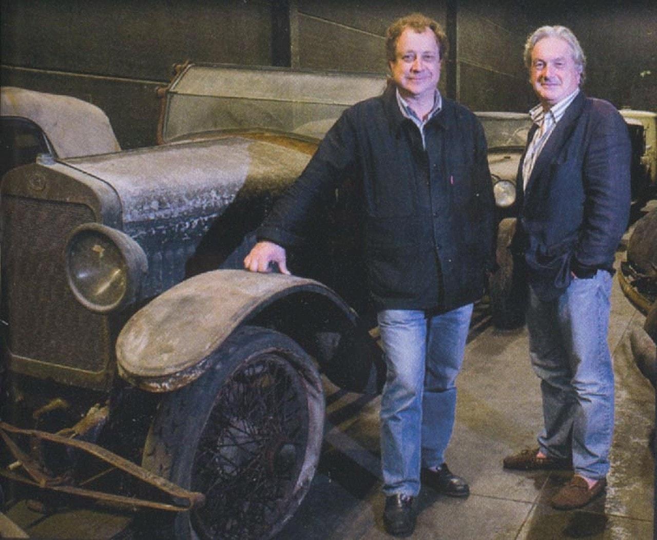 B Vendiesse et JB Ruben posent ici près du chassis CO Delage de la collection Arlette Schlumph 09-2008