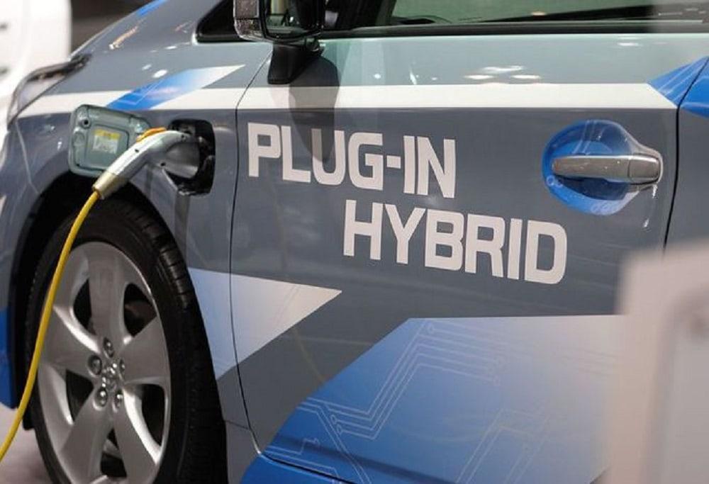 01-toyota-prius-plug-in-hybrid-2017