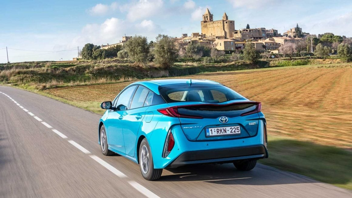 15-toyota_prius_rechargeable-action-2017